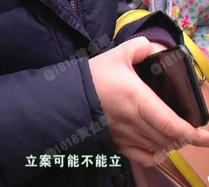 杭州1女子打的落下手机 后排乘客表情镇定捡走(组图)图片