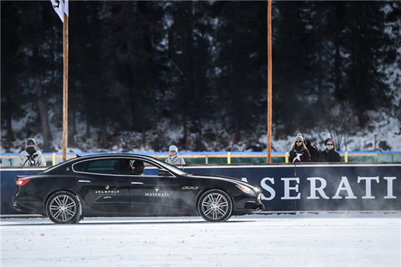 玛莎拉蒂2017款Quattroporte总裁轿车在圣-莫里茨湖冰面上