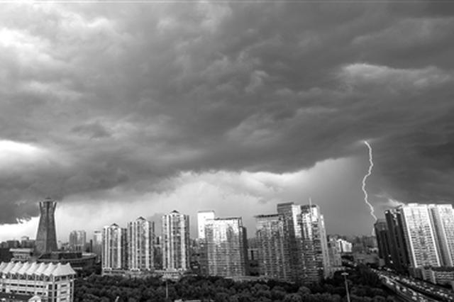 杭城昨雷电暴雨黄色预警 朋友圈上演天气大片(图)