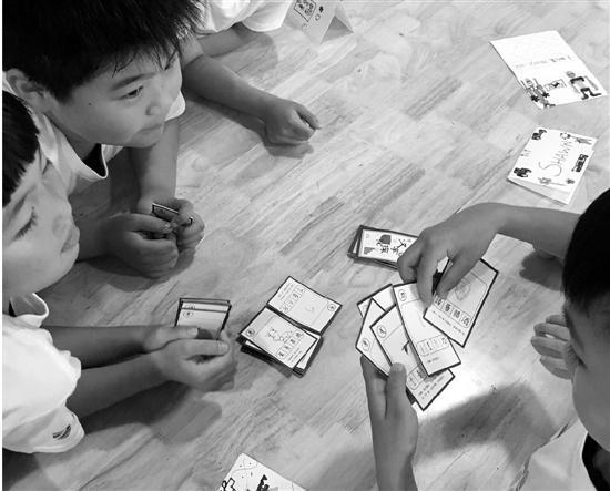 """杭州一小学自创汉字版""""三国杀"""" 被当成暑假作业"""