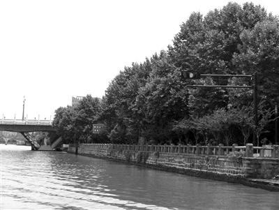 拱宸桥南侧红绿灯 照片由杭州内河海事提供