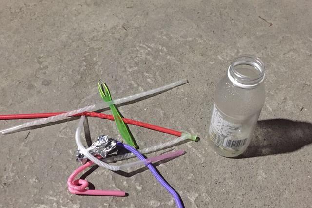 宁波1小区3名女子集体吸毒 警察破门时口吞电池(图)