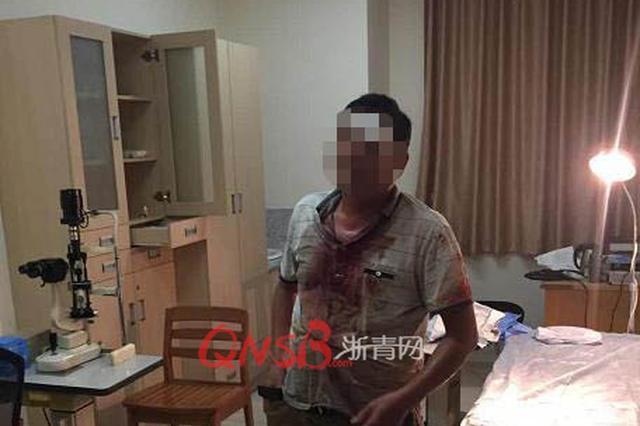 杭州一男子掉进2米深的大坑 眼睑开裂进医院(组图)