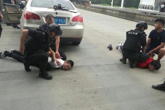 湖州警方破获一起毒品案 狗狗发现车内夹层藏毒品