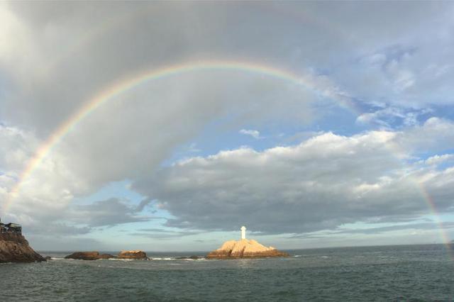 舟山东极岛现双彩虹美景 时间持续20分钟
