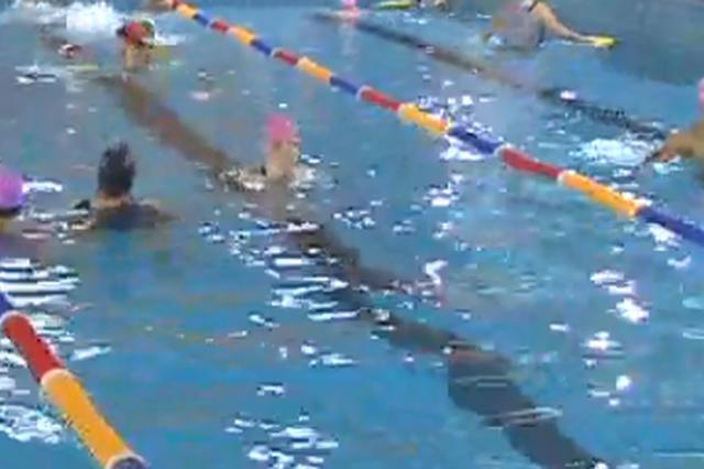 杭州1男孩泳池游泳被烫伤 喊救命没反应