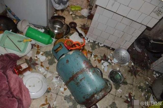 男友不回家送饭 杭州一任性女友放火点着了房子