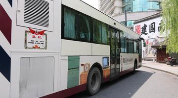 杭州1手绘80年代公交车成网红