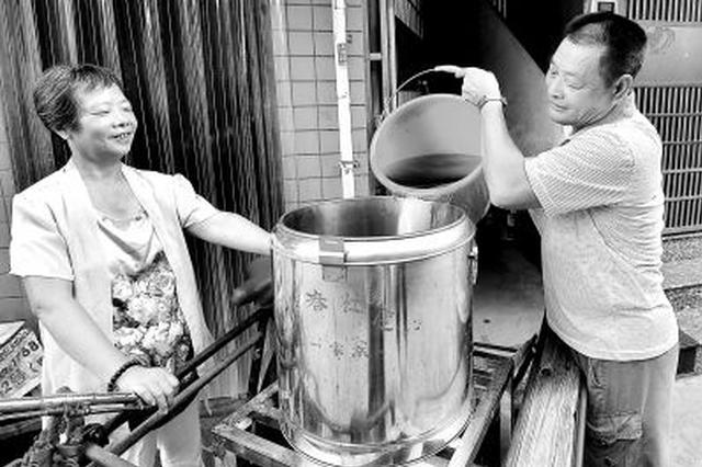 杭州现1处豪气公益茶摊 用的是500元一斤西湖龙井