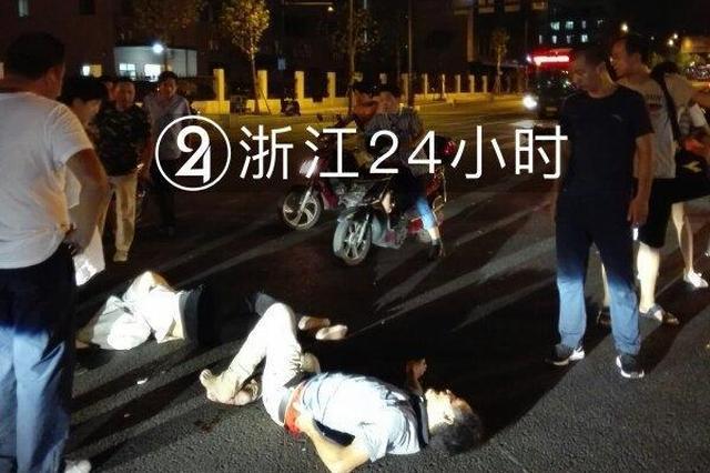 杭州1私家车撞电动车致2人受伤 电动车被撞飞20米远