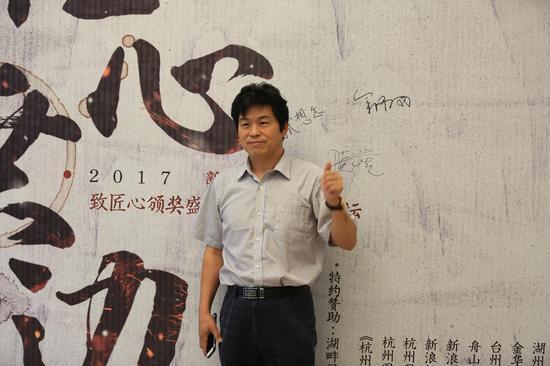北京大学新闻与传播学院教授、博士生导师 陆地