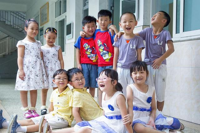 一年级来了11对双胞胎 杭州一小学有点纠结