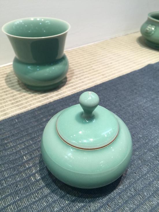 图片二:龙泉青瓷