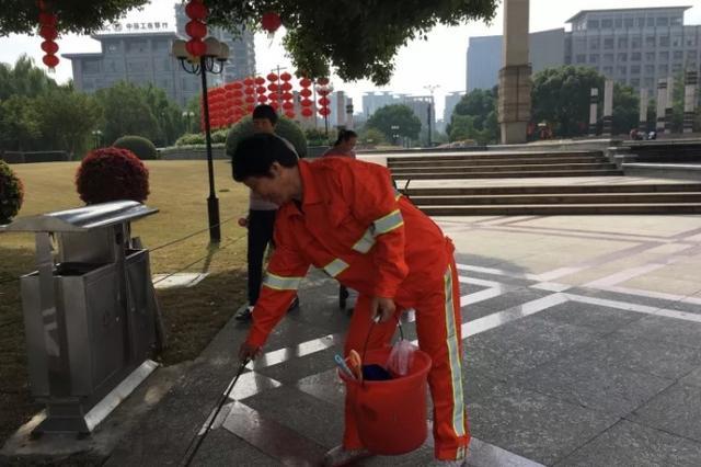 杭州大妈家年入60万住别墅开豪车 坚持做清洁工
