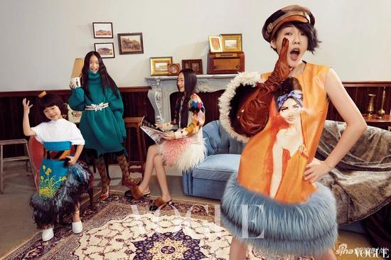 小S带着三个女儿共同登上Vogue Taiwan 11月刊封面,母女四人一起以复古bobo头造型出境,搞怪可爱又有爱!