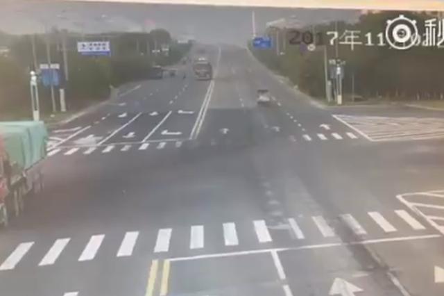 浙江一电动二轮车与一重型自卸货车发生碰撞