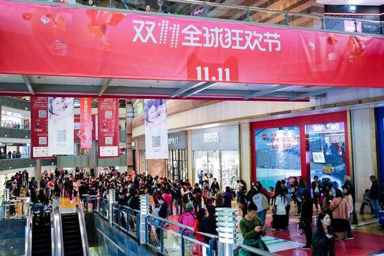 全球52大核心商圈全面参战天猫双11,覆盖北京、上海、广州、深圳、杭州、成都、重庆、武汉等主要城市,辐射消费人群超过1亿。