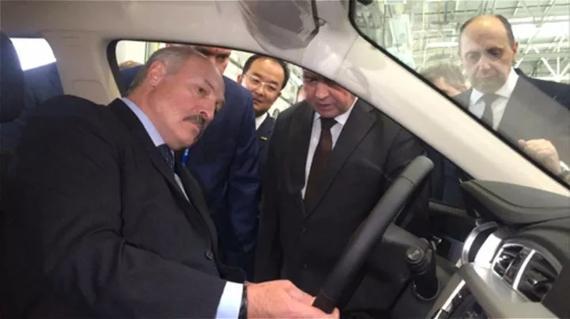 白俄罗斯总统卢卡申科试乘Geely Atlas(博越)