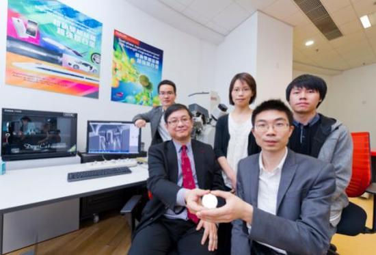 城大研究团队(前排左起:吕坚教授、吴戈博士;后排左起:朱林利博士、陈稼祥博士、孙李刚博士)