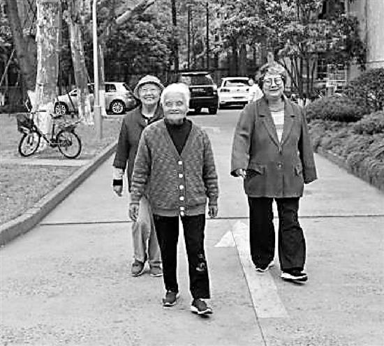 杭州3位奶奶年龄加起来超过220岁 想在家一起吃顿饭