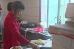 桐庐男子瘫痪在床33年 妻子不离不弃陪伴照顾