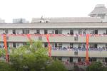 杭州一高中千名学生集体喊楼为高考生助威