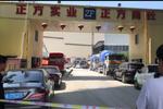 杭州一水泥厂机器掉落压塌房屋 三人送往医院救治