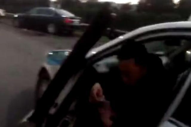温州1男子持拖拉机驾驶证 帮朋友开车帮出大麻烦