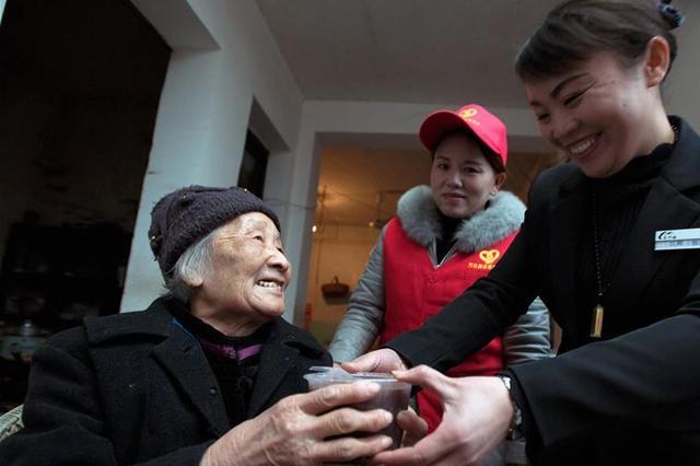 杭州孤寡聋哑老人摔跤社区接力相助