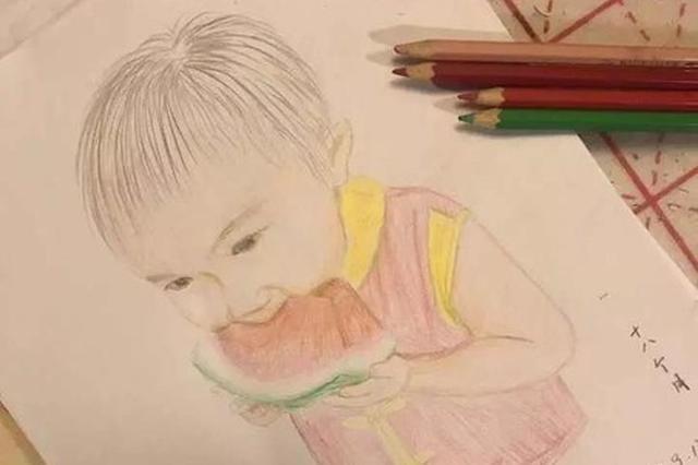 宁波女警与孩子常分离 每月一张彩铅画记录其成长
