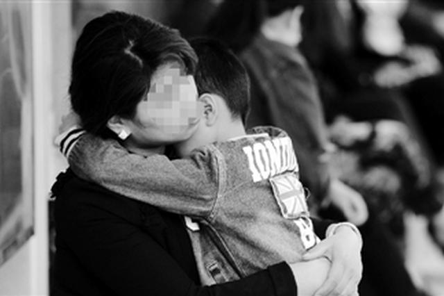 杭州妈妈带孩子备考民办小学 补习费一年花10万