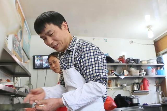 衢州烧饼小哥年入200万 在杭州有两套房