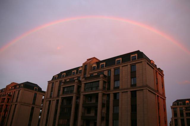 湖州安吉雨后现彩虹 把天空妆点得格外绚丽