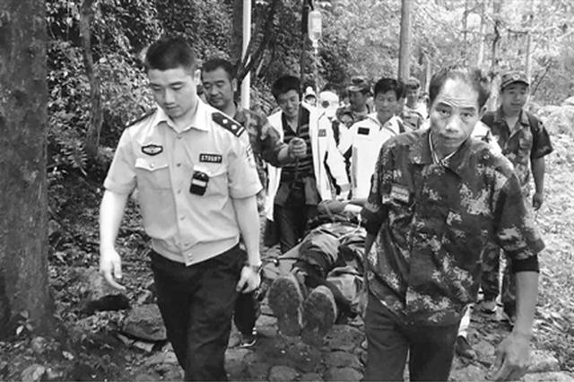 台州一驴友突发中暑拖累30名同伴 暴雨夜被困深山