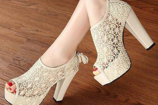 女人常穿高跟鞋会伤及子宫 杭专家说还会引发性冷淡