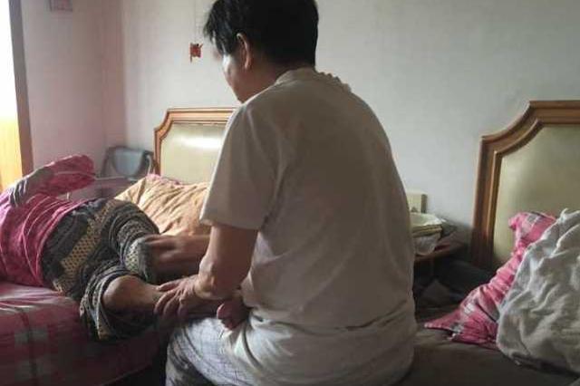 杭州男子30年给妻子按摩 不分白天黑夜每隔半小时1次
