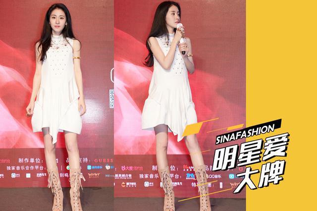 张碧晨穿白色短裙变身精灵公主