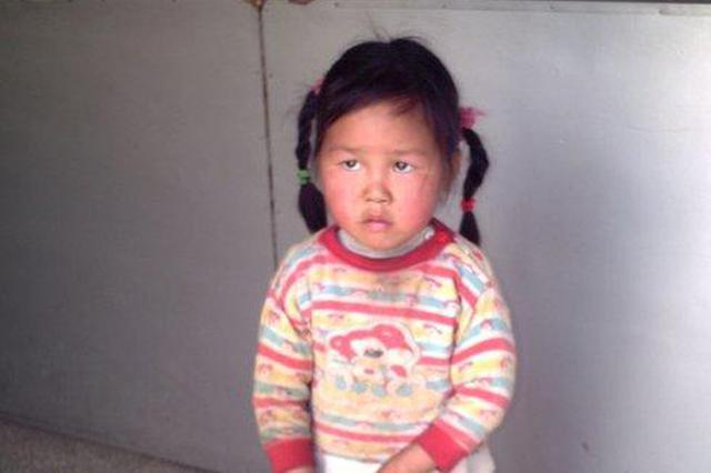 杭州3岁女孩独自街头闲逛 民警帮忙送回家