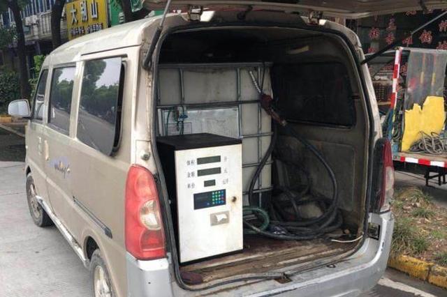 宁波男子为赚钱非法买卖柴油 面包车改装成加油车