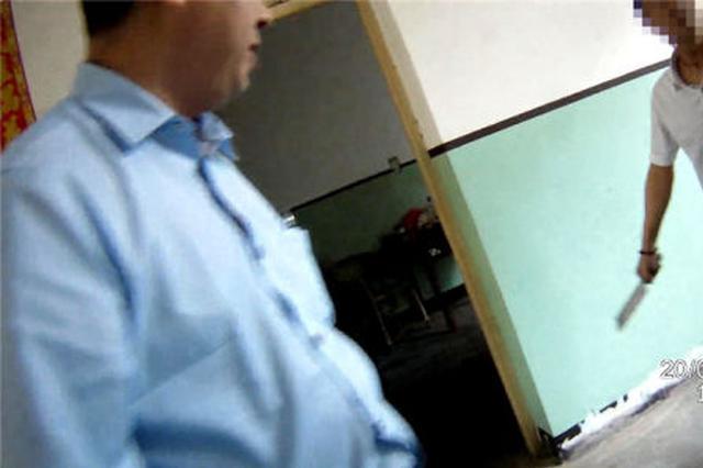 宁波1男子持刀威胁法官抗拒执行 父亲趁乱逃脱被抓获