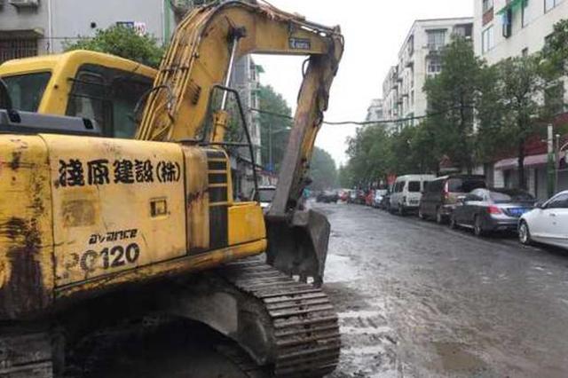 晴天扬尘雨天积水 杭州数百米的大学路半年都没修好