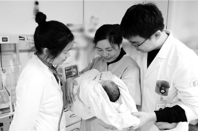 杭州吸毒母亲丢下宝宝失联 医生护士充当临时妈妈