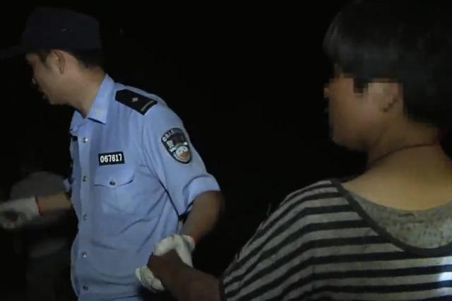 舟山女子采杨梅被困山中两天两夜 边防民警紧急救援