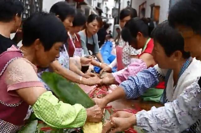 丽水50人耗时13小时包出20.18米长粽子
