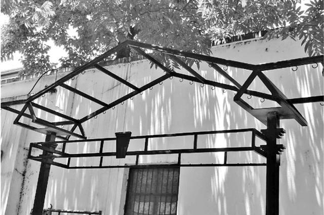 杭一社区邀请雕塑设计师 为居民量身定制公共晾衣杆
