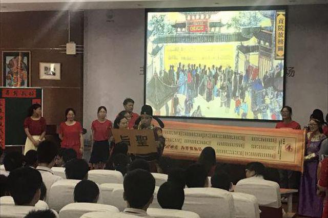 浙江8位初中教师扮成八仙形象 口中叮嘱中考应试技巧