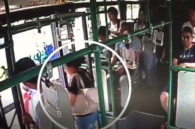 杭州9岁男童和妈妈走散 在公交司机帮助下团聚