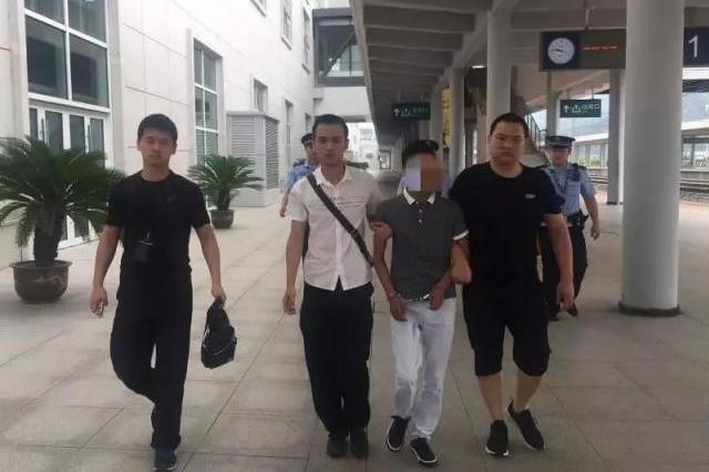 丽水民警与高铁速度赛跑 列车停靠瞬间抓犯罪嫌疑人