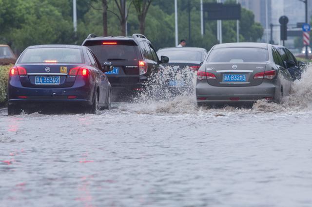 一场骤雨后杭州马路成海 部分道路积水严重
