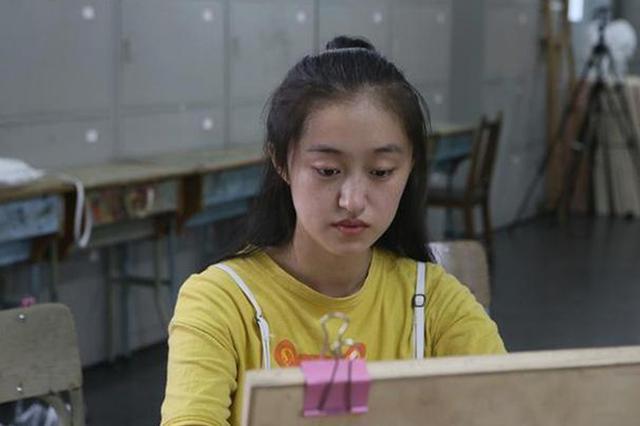 衢州00后少女靠一支画笔 有望走入心仪大学